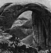 6. Естественный арочный мост в Утахе (США)