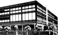 Центральное здание. Вид со стороны форума