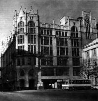 ЦУМ, бывш. универсальный магазин «Мюр и Мерилиз», Петровка, 2. Архитектор Р. Клейн, 1908—1910