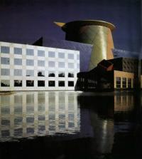 Дисней-центр. Административное здание. А. Исозаки, Флорида, США, 1990