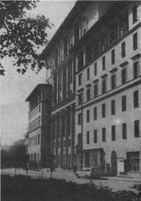 Дом на Суворовском бульваре, 9. Архитектор Е. Иохелес, 1936—1937