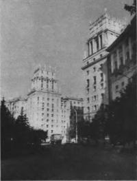 Дома на площади Гагарина. Архитекторы Е. Левинсон, И. Фомин, А. Аркин, начало 1950-х гг