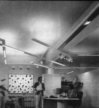 Интерьер проектной мастерской сочетает элементы рабочего помещения и шоурума