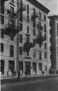 Крупноблочный дом на Большой Полянке, 11. Архитекторы А. Буров, Б. Блохин, 1939