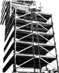 Монтаж конструкций северного крыла с ветровыми связями в зоне примыкания к южному крылу