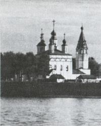 Общий вид Дымковского приходского ансамбля с реки