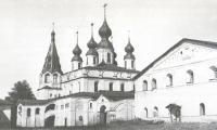 Общий вид Михайло-Архангельского монастыря со стороны главного входа.