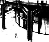 Опирание наружных колонн на двухэтажные стальные рамы
