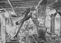 Погрузка породы экскаватором на строительстве «Комсомольской»-кольцевой