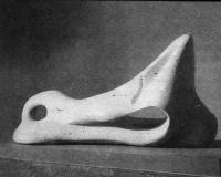 Полулежащая фигура (Кость). Мрамор. Длина 157 см. Генри Мур, 1975