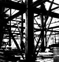 Предварительное напряжение балок перекрытия около внутренней колонны
