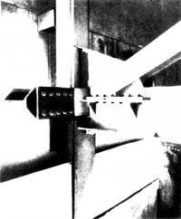 Примыкание балок перекрытия и ветровых связей к наружным колоннам