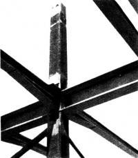 Примыкание главных и второстепенных балок к внутренней колонне