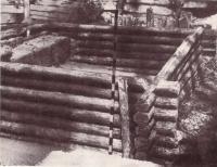 Раскопки срубного дома IX—XII вв. на Подоле