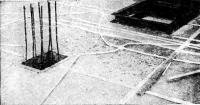 Рис. 10-8. Установка электрической разводки и проемообразователей