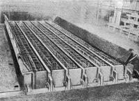 Рис. 40. Кассетно-формовочная машина, подготовленная к укладке бетона