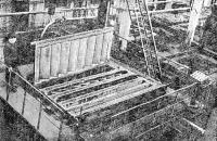 Рис. 50. Кассетно-формовочная машина для изготовления лестничных маршей и площадок
