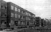Рис. 57. Дома с двухблочной разрезкой наружных стен (березниковского типа)