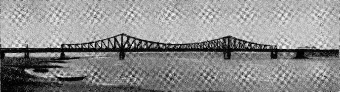 Рис. 66. Старый мост через р. Рейн