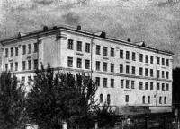 Школа на улице Парижской Коммуны