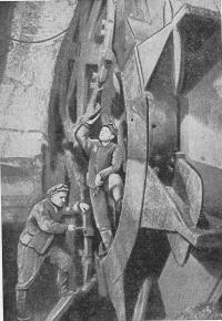 Смена резцов на механизированном щите при проходке тоннеля Большого кольца