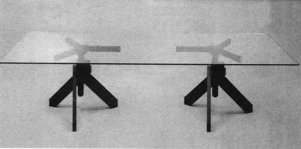 Стол треногий. В. Маджистретти, 90-е годы XX века