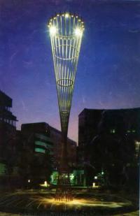 Световая колонна в Дюссельдорфе. Светодизайнер X. Диннебьер