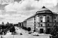 Улица Кирова. На первом плане здание обкома партии. 1956 год