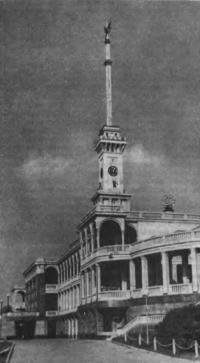 Здание Северного речного вокзала в Химках. Архитектор А. Рухлядев, 1937